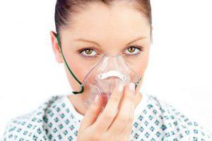 oksijen maske solunum nefes kadin astim 300x200 - Hemşireler dikkat! Hastanelerdeki dezenfektanlar meslek hastalığına mı sebep oluyor?