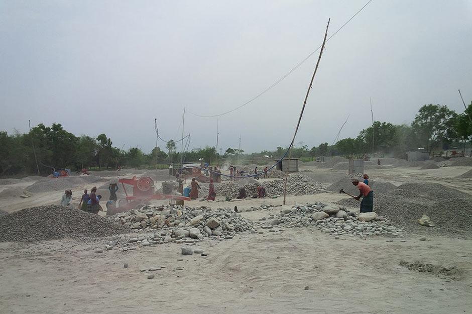 stone crushing yard silicosis - Bangladeş'teki taş kırma endüstrisi işçileri ölümcül silikozis hastalığına maruz bırakıyor