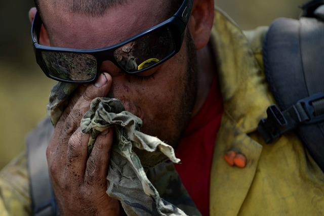 firefighter 383883 640 - İklim Değişikliği Tüm İş Kollarındaki İşçilerin Sağlığını Etkiliyor