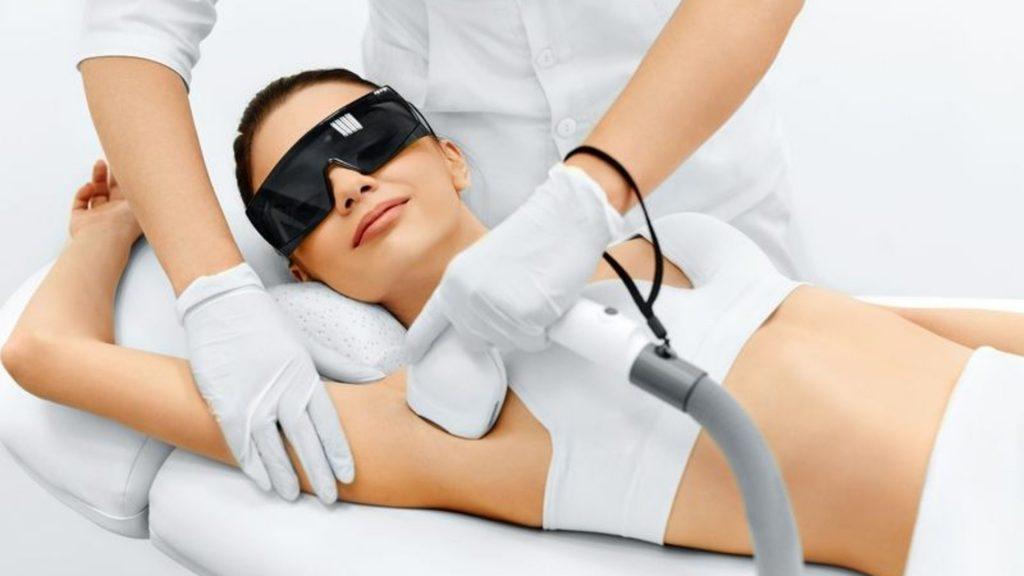 Lazer epilasyon 1024x576 - Güzellik merkezi çalışanlarının karşılaşabileceği meslek hastalıkları nedir?