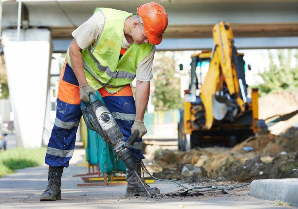 inşaat gürültü 1024x720 - MESLEKİ GÜRÜLTÜYE MARUZİYET, HİPERTANSİYONA YOL AÇIYOR.