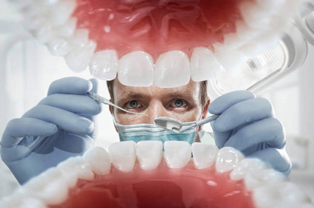 dentist 1024x678 - Diş hekimleri için meslek hastalıkları