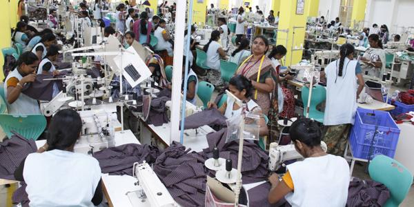 garment workers 1 - Gece mesaisi yapmak meme kanserine sebep olabilir mi?*
